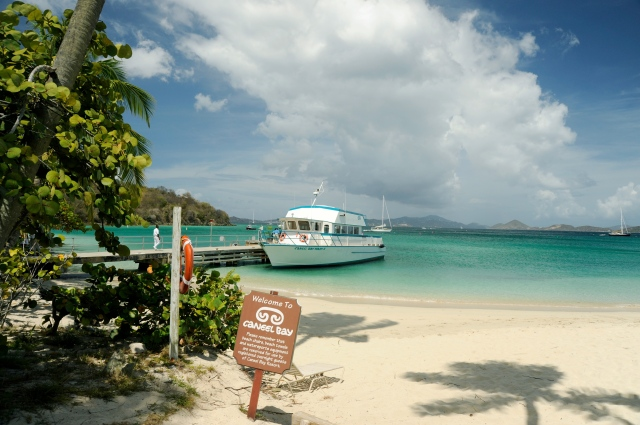 Guests of the [[:en:Caneel Bay|Caneel Bay]] resort disembark at the Caneel Beach from the resort's own boat, Mary II.