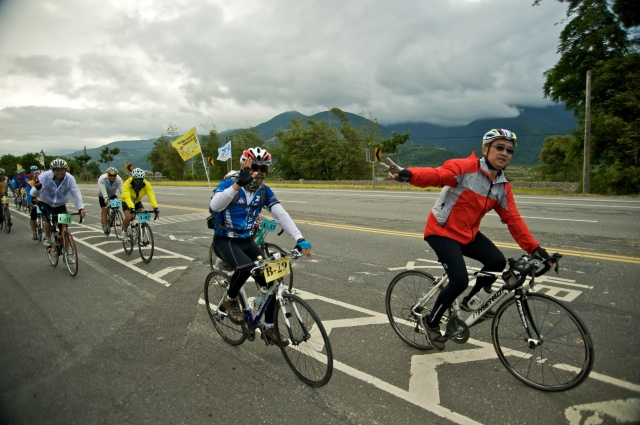 Bicyclists tour through the FuLi Town