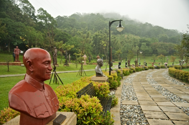 Garden of the Generalissimos, part of the Cihu Mausoleum of Chiang Kai-shek i