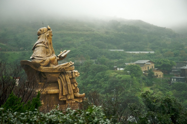 Multi-story-high statue of Guan Yu at Jinguashi