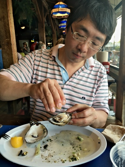 Phillippi Creek Oyster Bar Creek Combo Pot - Shucking Steamed Oysters
