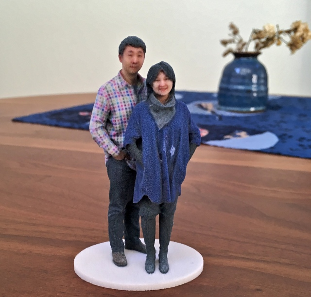 3D selfie made from gypsum is easily damaged by collision or by water