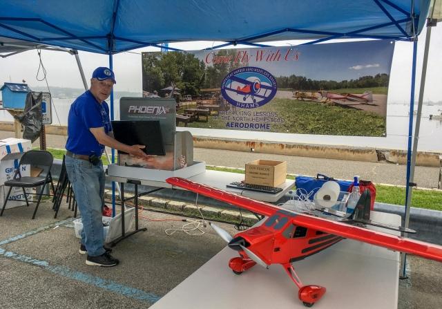 Setting up the model flight simulator station